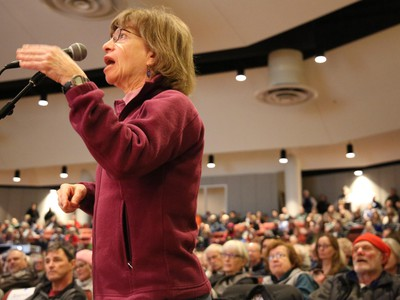 Oregon Rep. Greg Walden Gets Cheers And Jeers At Town Hall In Purple Bend