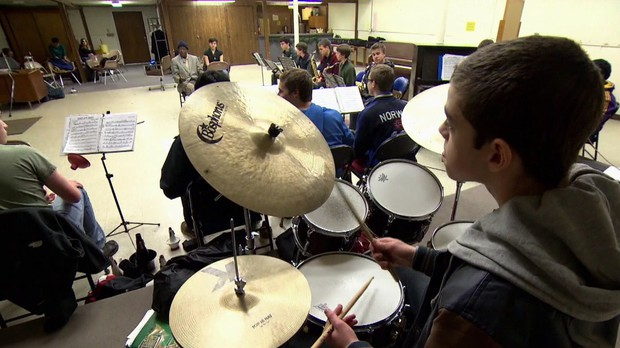 Thara Memory mentoring students in the American Music Program Jazz Orchestra