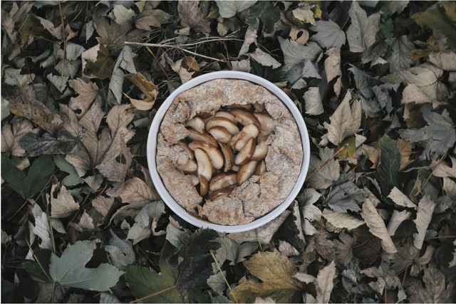 """Russet/Rye Apple Pie is ripe for culinary adventure – you can even substitute Bosc pears. """"Look for interesting, unusual varieties of apples with floral, lemony flavors and wonderful texture,"""" advises Andrew Barton. Baking is part chemistry so, unlike many recipes in his cookbook, this one includes ingredient quantities."""