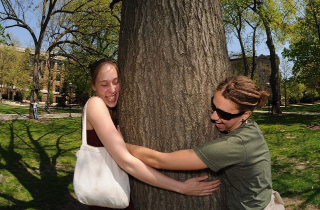 Tree-huggers unite! The Hoyt Arboretum is hoping to beat the world record in tree-hugging.