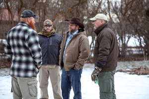 Ammon Bundy talks with occupiers at the Malheur National Wildlife Refuge in January2016.