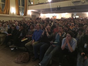 Hundreds turned out to ask public officials questions about Portland's air pollution Tuesday.