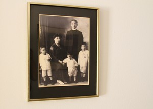 Family portrait of Yamazaki (left) as a child with parents and two brothers.