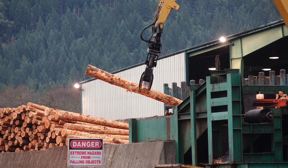 Loading logs onto the line at a lumber mill in Glendale, Oregon.